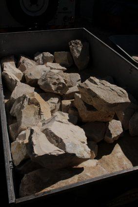 Heimwerkertraum :-) ein Hänger voller Natursteine für fast umme.