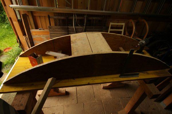 ...bis die Schalung gebaut, wieder auseinander geschraubt, nochmal eingemessen, und wieder zusammengebaut ist.