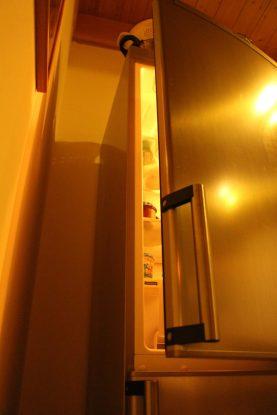 Kühlschrank aus: In unserem Stromfresser Nr. 1 ist´s dunkel geworden.
