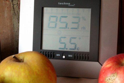 Dem Thermometer gefällt die Kombination von Temperatur udn Luftfeuchtigkeit gar nicht, wie der Smiley :-( zeigt. Wir finden´s dagegen super :-)