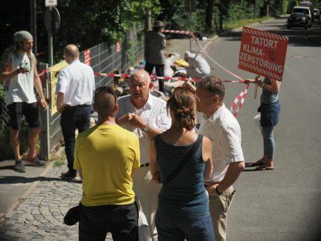 frustrierende Gespräche mit Dr. Günther Beckstein, bayr. Ministerpräsident a.D., und dem CSU-Vorsitzenden der CSU-Ortsgruppe, der gleichzeitig BN-Vorsitzender sowie Umweltreferent der Stadt ist.